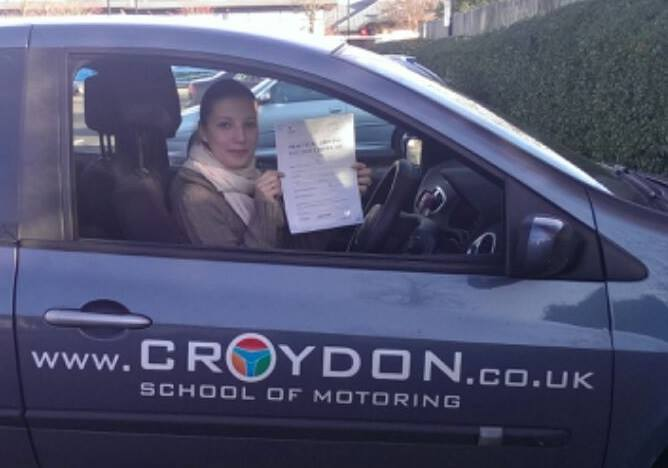 Weronika już ma prawo jazdy na samochody osobowe w UK
